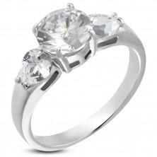 Snubný prsteň - 1 veľký zirkón a 2 srdiečkové zirkóny
