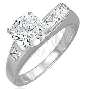 Dámsky prsteň s asymetricky vsadeným zirkónom a malými zirkónikmi