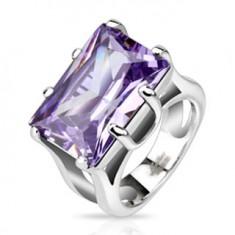 Oceľový prsteň s masívnym obdĺžnikovým fialovým kamienkom