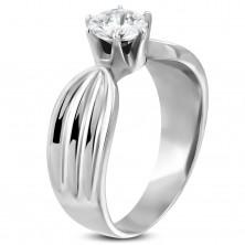 Dámsky prsteň z ocele 316L s čírym zirkónom a zárezmi po stranách