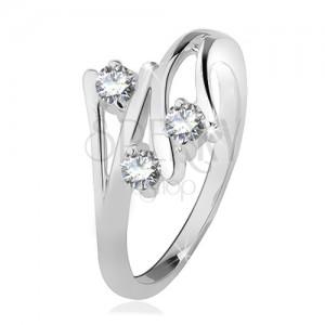 Strieborný prsteň 925, rozvetvené ramená, tri číre zirkóny