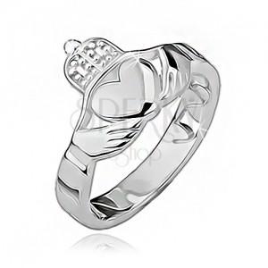 Strieborný prsteň 925 - srdce, ruky, korunka, výrezy po obvode