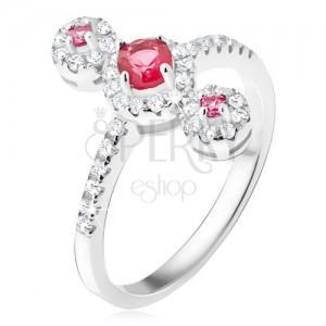 Prsteň, tri červené kamienky so zirkónovým lemom, striebro 925