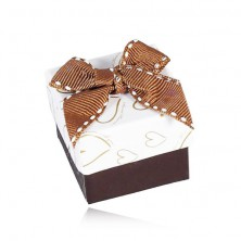 Hnedo-biela krabička na šperk, kontúry sŕdc, prešívaná mašľa