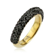 Oceľový prsteň zlatej farby zdobený čiernymi zirkónmi