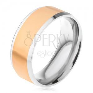 Oceľový prsteň, stredový pás zlatej farby, šikmé okraje striebornej farby