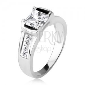 Strieborný prsteň 925, štvorcový číry zirkón, tri kamienky v ramenách