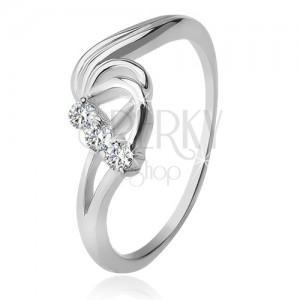 Strieborný prsteň 925, tri číre zirkóny, rozbúrené vlny