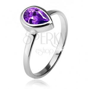 Prsteň s fialovým slzičkovým kamienkom v objímke, striebro 925
