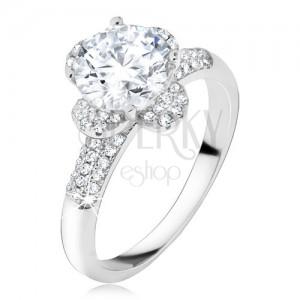 Prsteň s čírym zirkónovým kvetom, kamienky v ramenách, striebro 925