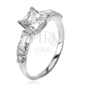 Strieborný 925 prsteň, štvorcový zirkón, štyri menšie kamene v ramenách