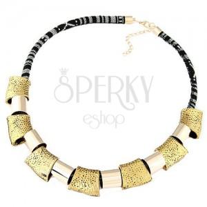 Mohutný náhrdelník - čierno-biela šnúrka, lesklé geometrické tvary zlatej farby