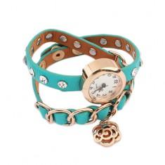 Šperky eshop - Náramkové hodinky, modrozelený remienok, kamienky, retiazka a kvet S79.16