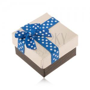 Béžovo-hnedá krabička na prsteň, modrá stuha s bielymi bodkami