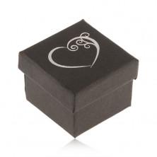 Čierna krabička na prsteň, malé ozdobné srdce striebornej farby