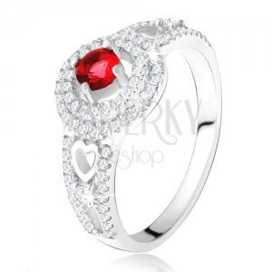 Prsteň - červený kamienok s dvojitým zirkónovým lemom, srdcia, zo striebra 925