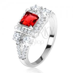 """Prsteň zo striebra 925, červený štvorcový kameň, zirkónové """"V"""""""