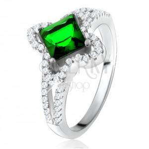 Prsteň zo striebra 925, šikmo uchytený zelený štvorcový zirkón