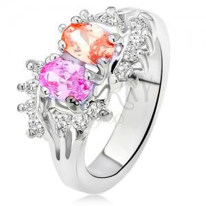 Lesklý prsteň striebornej farby, dva farebné kamienky, malé číre zirkóny