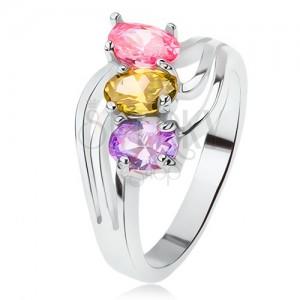 Lesklý prsteň, šikmo osadené farebné kamienky, trojitá vlna