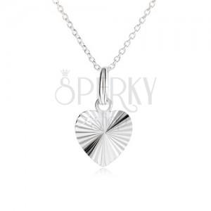 Súmerné srdce s lúčovitými zárezmi na retiazke - náhrdelník zo striebra 925