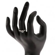 Strieborný 925 prsteň, vystúpený kotlík s čírym zirkónom, ozdobné ramená