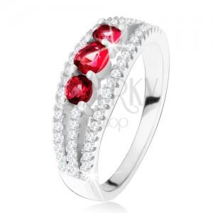 Strieborný 925 prsteň, tri rubínové kamienky, zirkónové prúžky