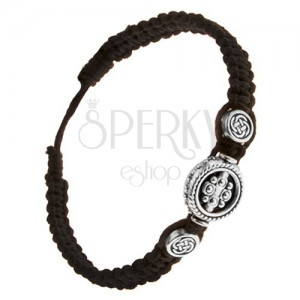 Čierny zapletaný náramok zo šnúrok, tri kruhové známky, keltský uzol