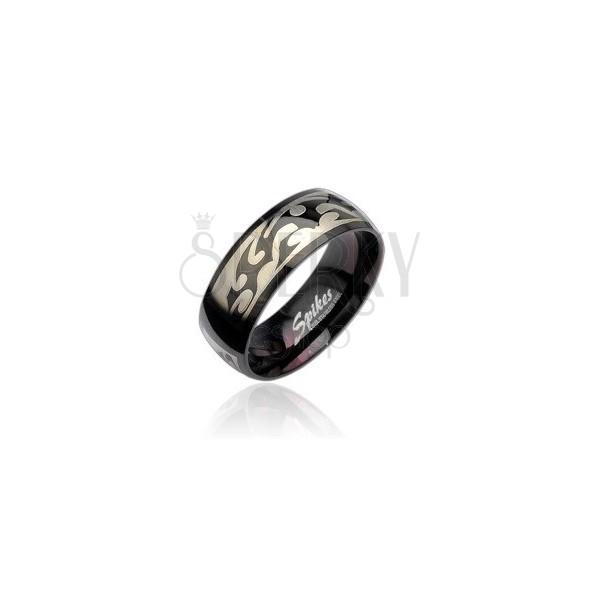 Čierny oceľový prsteň so vzorom Tribal v striebornej farbe