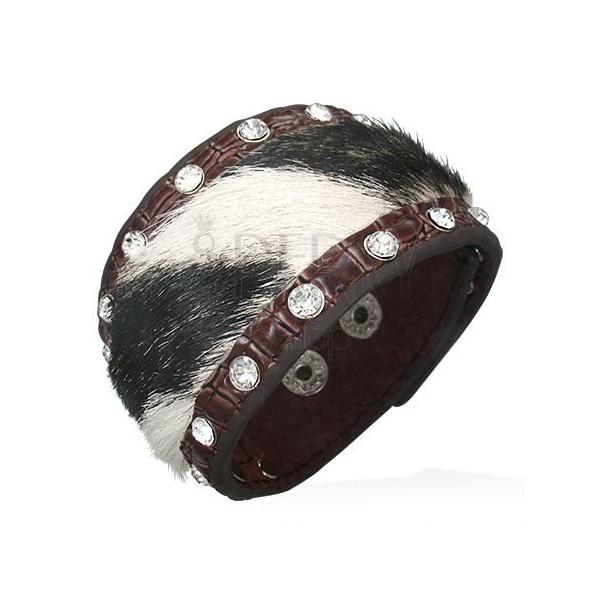 Kožený náramok s čierno-bielou kožušinkou a zirkónmi