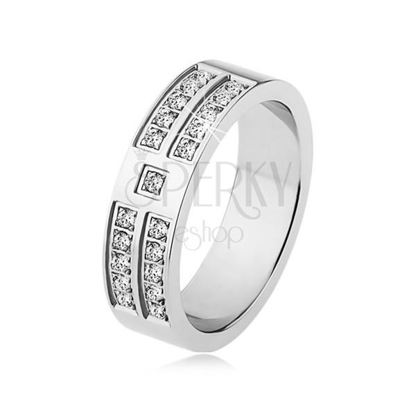 Lesklý prsteň z ocele striebornej farby, ozdobné línie čírych zirkónov