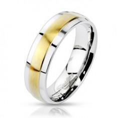Oceľový prsteň striebornej farby, vyvýšený matný pás v zlatom odtieni