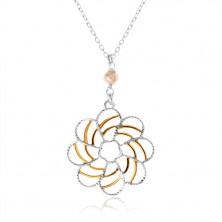 Strieborný náhrdelník 925, dekoratívny kvet s ornamentmi zlatej farby