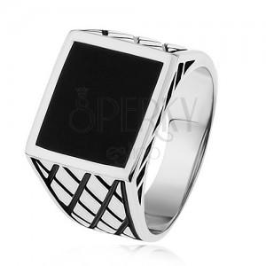Strieborný prsteň 925, ramená s kosoštvorcami, čierny glazúrovaný štvorec