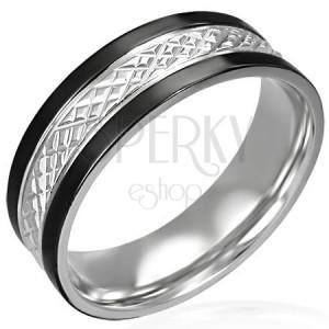 Oceľový prsteň s čiernymi pásmi po okrajoch