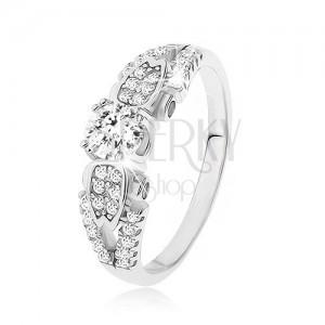 Strieborný prsteň 925, číre kamienky, rozdvojené previazané ramená, bočné zdobenie