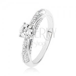 Trblietavý strieborný prsteň 925, číry kamienok, zdobené bočné strany prsteňa