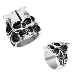 Oceľový prsteň striebornej farby, lebka s rohmi, srdce, guličky, hranaté línie
