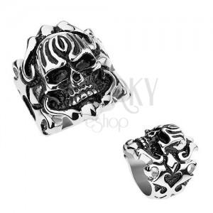 Oceľový patinovaný prsteň, vypuklá lebka, ornamenty na ramenách