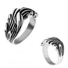 Oceľový prsteň zdobený čiernou patinou, lesklé zvlnené línie