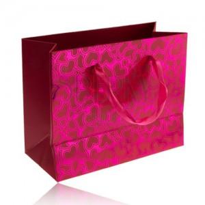 Darčeková taštička, lesklý ružový povrch, matné nesúmerné srdiečka, stužky