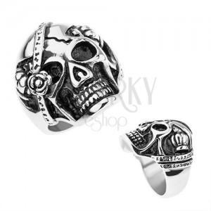 Oceľový prsteň striebornej farby, lebka s páskou cez oko, kráľovské koruny