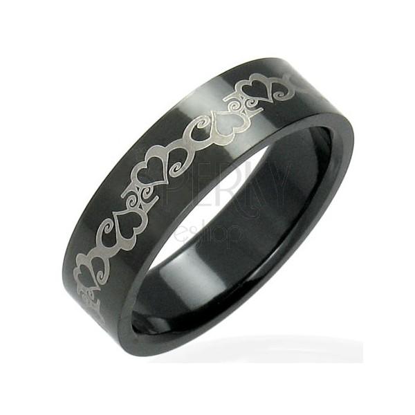 Oceľový čierny prsteň so srdiečkami