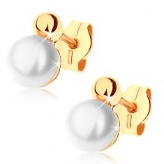 Šperky eshop - Náušnice zo žltého 9K zlata - lesklá polovica guľôčky, biela perla GG71.10