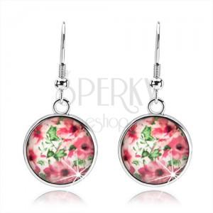 Kabošon náušnice, kruh s vypuklou glazúrou, ružové kvety, lístky, biely podklad