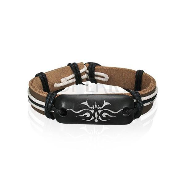 Hnedý náramok z kože so symbolom Tribal