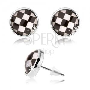 Kabošon náušnice, číre vypuklé sklo, čierno-biely motív šachovnice