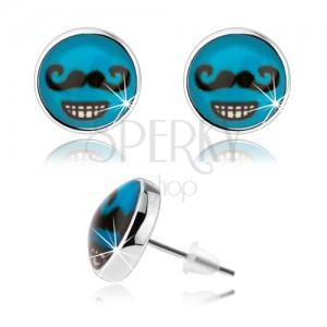 Náušnice v štýle cabochon, sklo, modré pozadie, čierne fúzy, zubatý úsmev