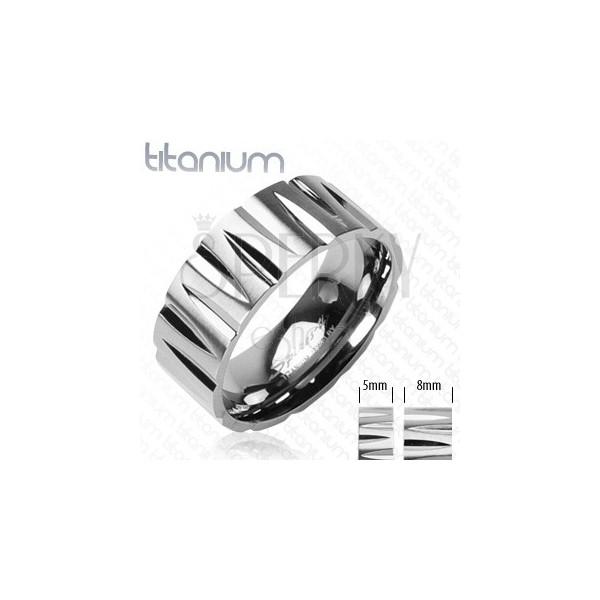 Titánový prsteň zárezy v tvare strely