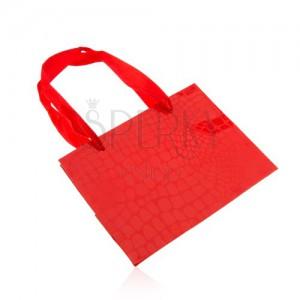 Červená darčeková taštička, lesklý krokodílí vzor, hladké šnúrky